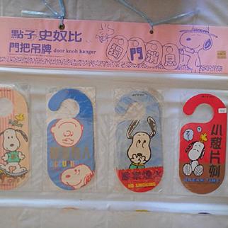 Snoopy Doorknob Signs & Display