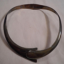 Sterling Silver Classic Vintage Collar