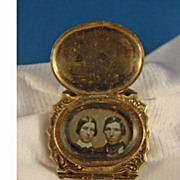 Daguerreotype Locket - 14 kt Yellow Gold Victorian Engraved Bracelet