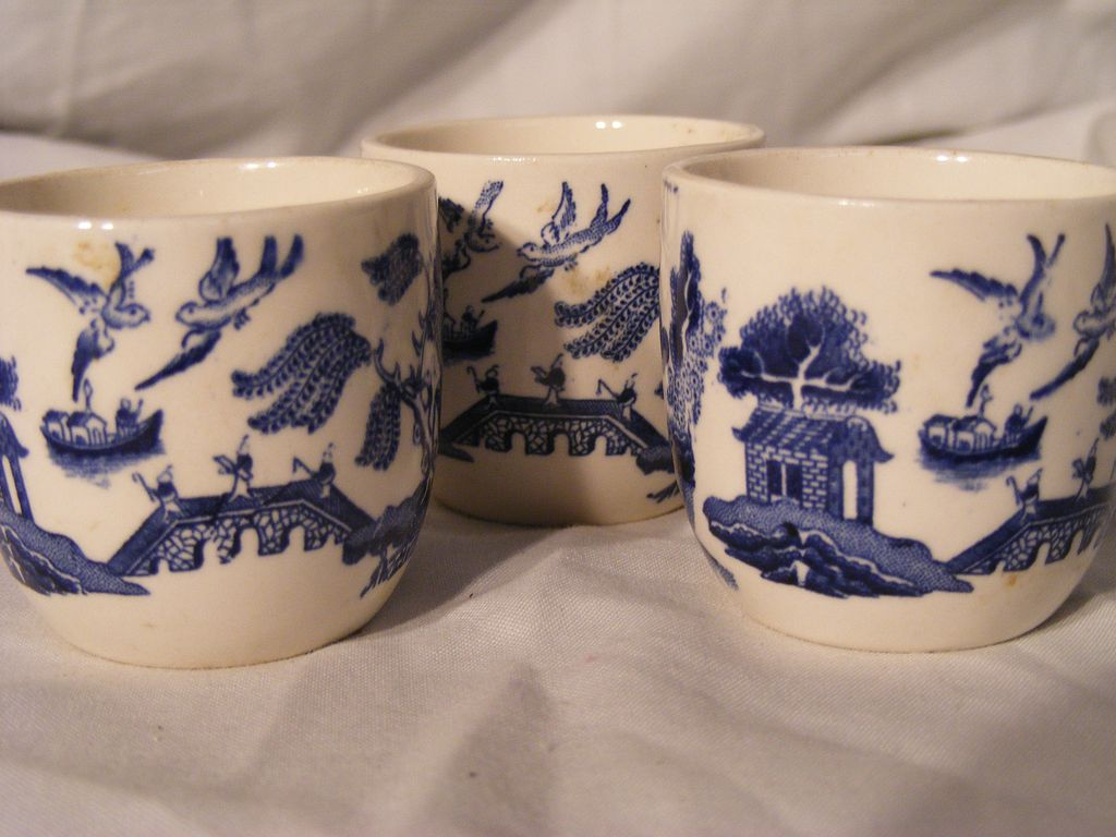 Set of 3 Blue Willow Egg Cups English