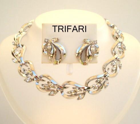 Vintage Signed Trifari Set Clear Rhinestones Platinum Color Metal Necklace & Earrings