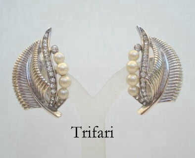 Exquisite Vintage Signed Trifari Earrings Rhinestones Simulated Pearls Silver Leaf