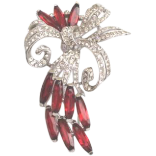 Vintage Trifari Fur Clip Alfred Philippe Ruby Rhinestones Pave Bow Signed
