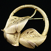 1920s Binder Bros. Gold Filled Etched Leaves Circle Pin Brooch