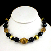 Stunning Hattie Carnegie Faceted Black Glass & Gold Tone Ribbed Bead Necklace