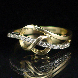 Unique Modernist Style 10k Diamond Band Ring Size 7