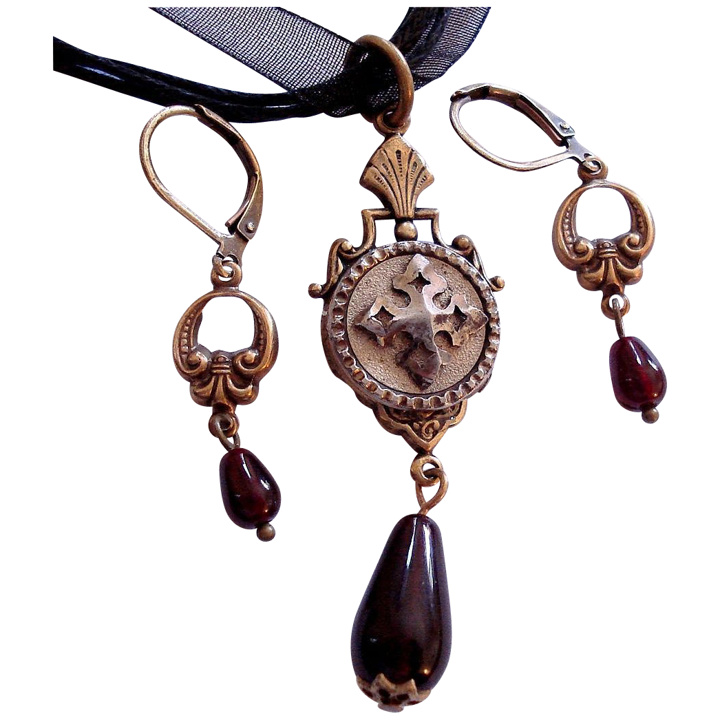 Cut Steel Button Garnet Glass Lavaliere Pendant Necklace Earrings Set