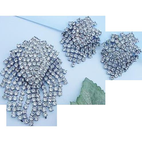 BG9 Liquid Moving Dangles Large 3inch Crystal Ice Clear Rhinestone Brooch & Earrings Demi Parure Set Silver Tone Art Deco