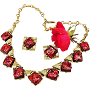 BG98 CORO Confetti Foil Lucite Hot Pink & Magenta Red Thermoset Plastic Necklace Earrings Demi Parure Gold Tone Vintage