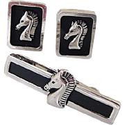 BG789 Swank Trojan Horse Cuff Links & Tie Bar Clip Clasp Set Black Enamel with Silver Intaglio Vintage Set