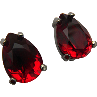 Swarovski Signed Ruby Red Crystal Pear Solitaire Earrings Clip Ons