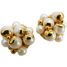 Vintage Classy TRIFARI Faux Pearl Gold Plated Cluster Bead Earrings Clip Ons