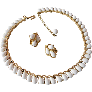 Crown Trifari Vintage 1960s Thermoset Plastic Teardrop or Pear Cabochons Matted Gold Tone Necklace Choker & Clip On Earrings Set