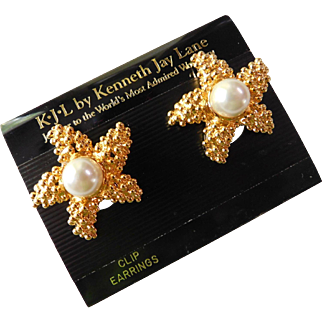 Large Runway KJL Kenneth Jay Lane Starfish Nautical Ocean Theme Faux Pearl Clip On Earrings On Card