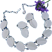 Vintage Lisner White Thermoset Plastic Leaf Chunky Silver Tone Choker Necklace & Earrings Demi Parure Set
