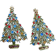 BG147 ART Signed Pair of Christmas Tree Rhinestone Enamel Brooch Pin Vintage Set