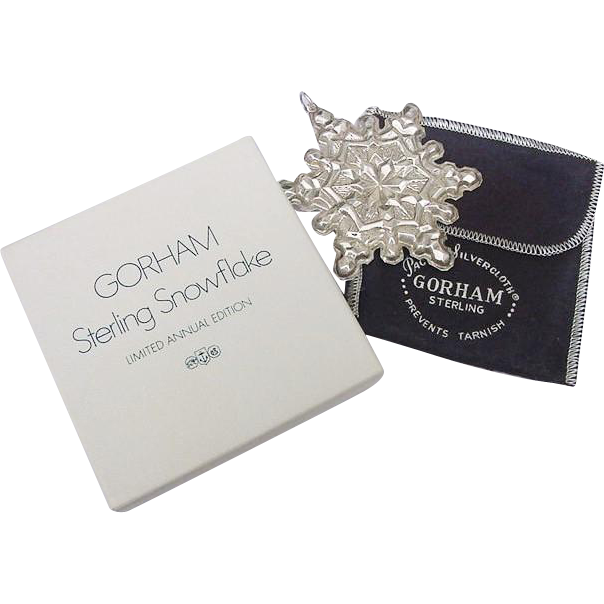 BG19 1971 Gorham Sterling Silver Snowflake Pendant or Christmas Ornament in Box Vintage