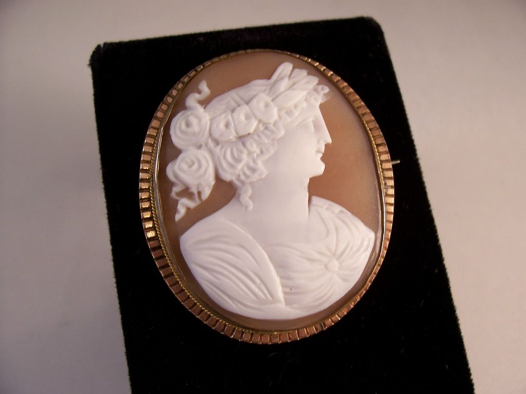 Gorgeous Victorian Carved Cameo Brooch - great detail - FLORA