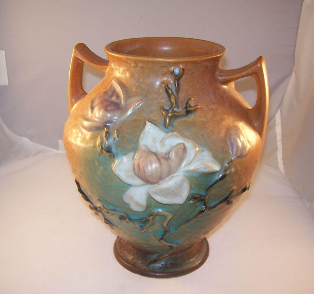 Nice Large Roseville Vase - Magnolia Pattern 8 inch - excellent condition