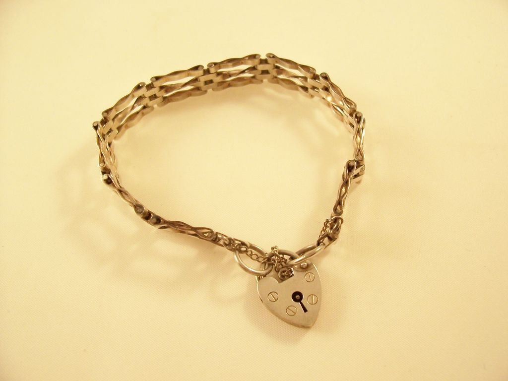 Vintage Sterling Gate Bracelet w/padlock clasp - English