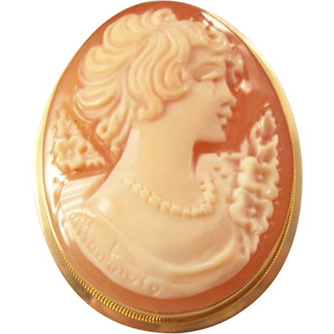 Lovely Vintage Carved Cameo Brooch in 14kt gold mount