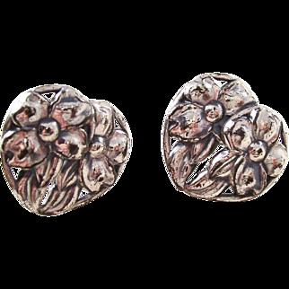 Nice pair of vintage sterling DANECRAFT screwback earrings - hearts and flowers