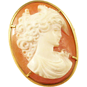 Sweet Carved Cameo brooch - 18kt gold mount