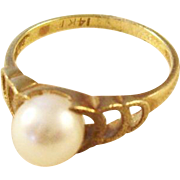 Vintage 14kt Cultured Pearl Ring - a classic!  Size 6.5