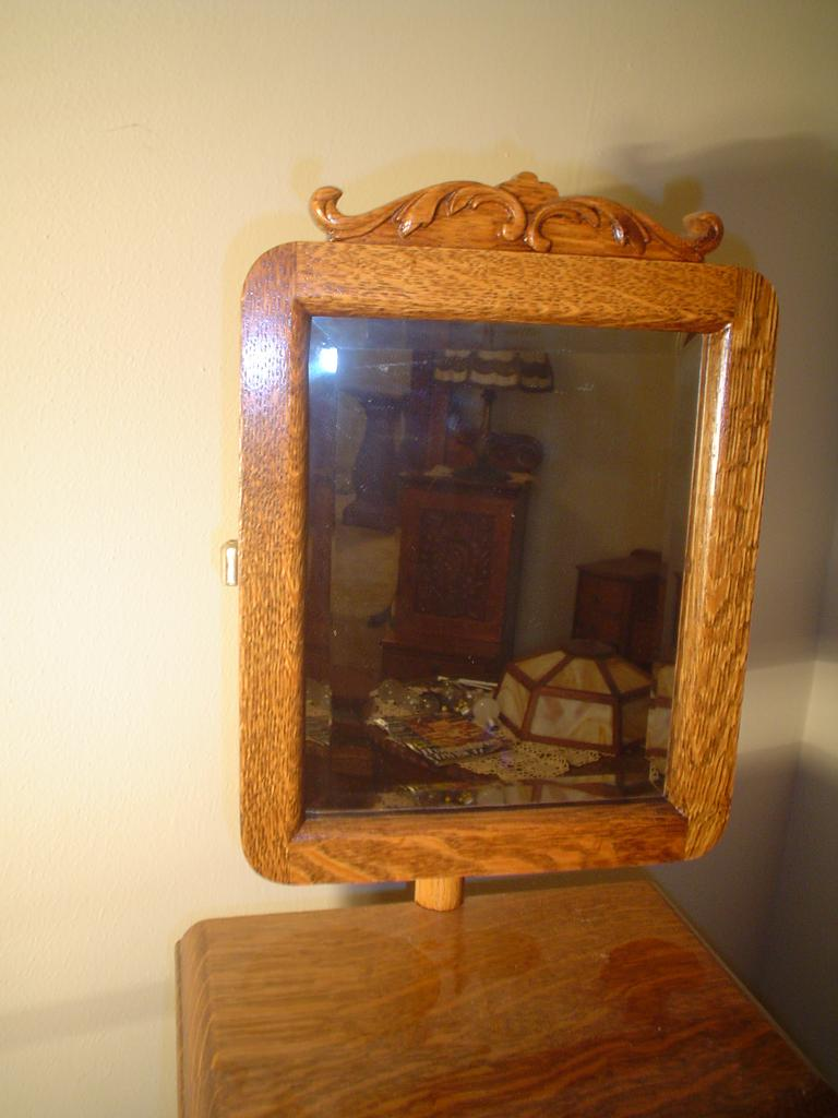 Quartersawn Oak Swing Mirror Shaving Stand From