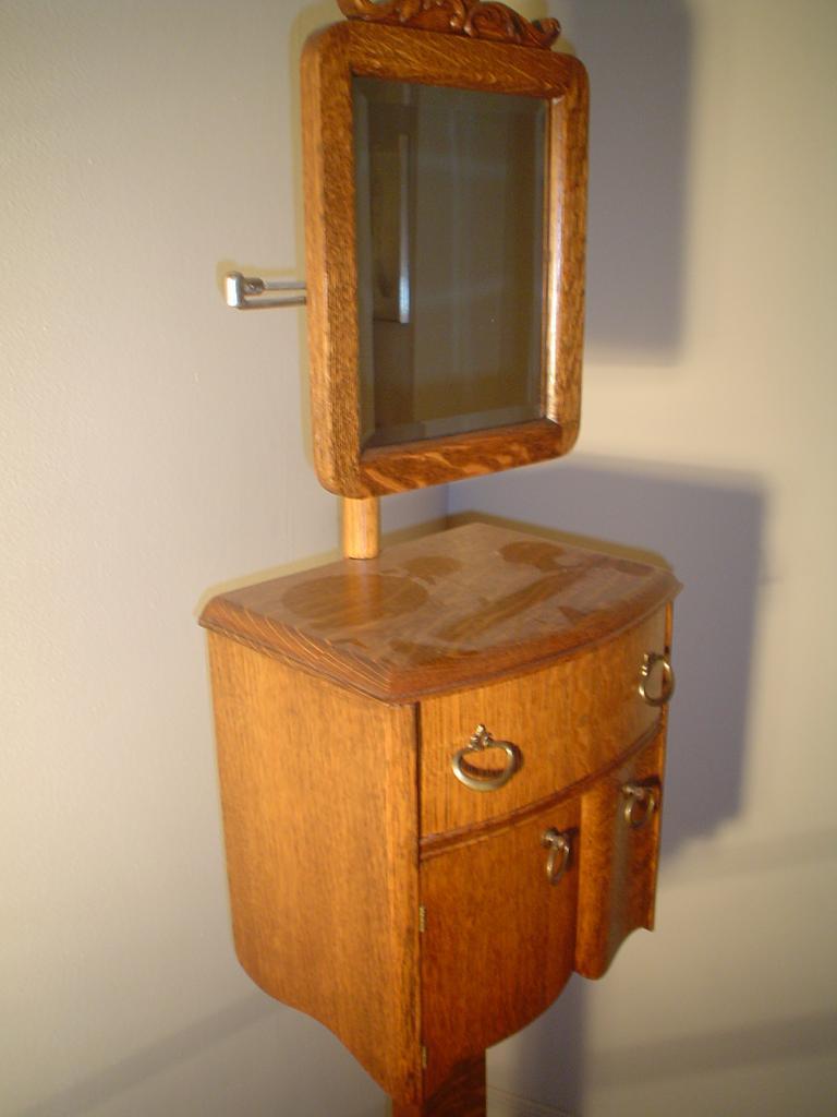 Quartersawn Oak Swing Mirror Shaving Stand From