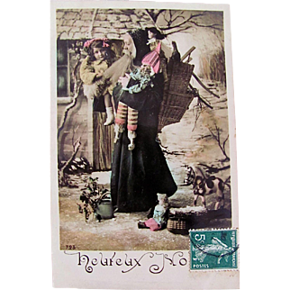Hand Tinted French Real Photo Postcard, Papa Noël Holding a Little Girl, Dolls and Toys, Heureux Noël, Vintage Early 1900s