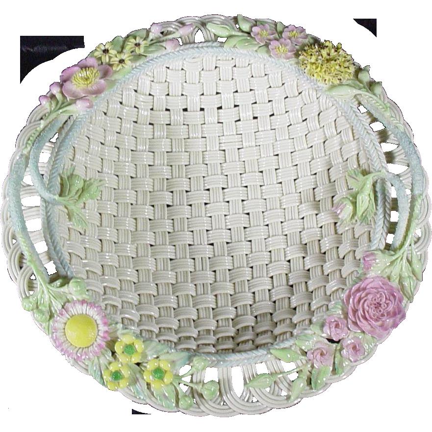 Rare and Exquisite Belleek Round Basket No. 8, No 582, circa 1955-1979, Fermanagh