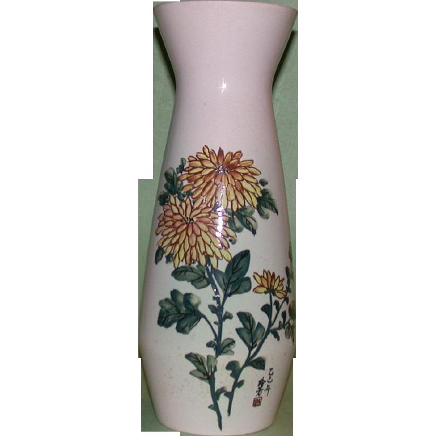 Large and Beautiful Vintage Japanese Vase. Signed