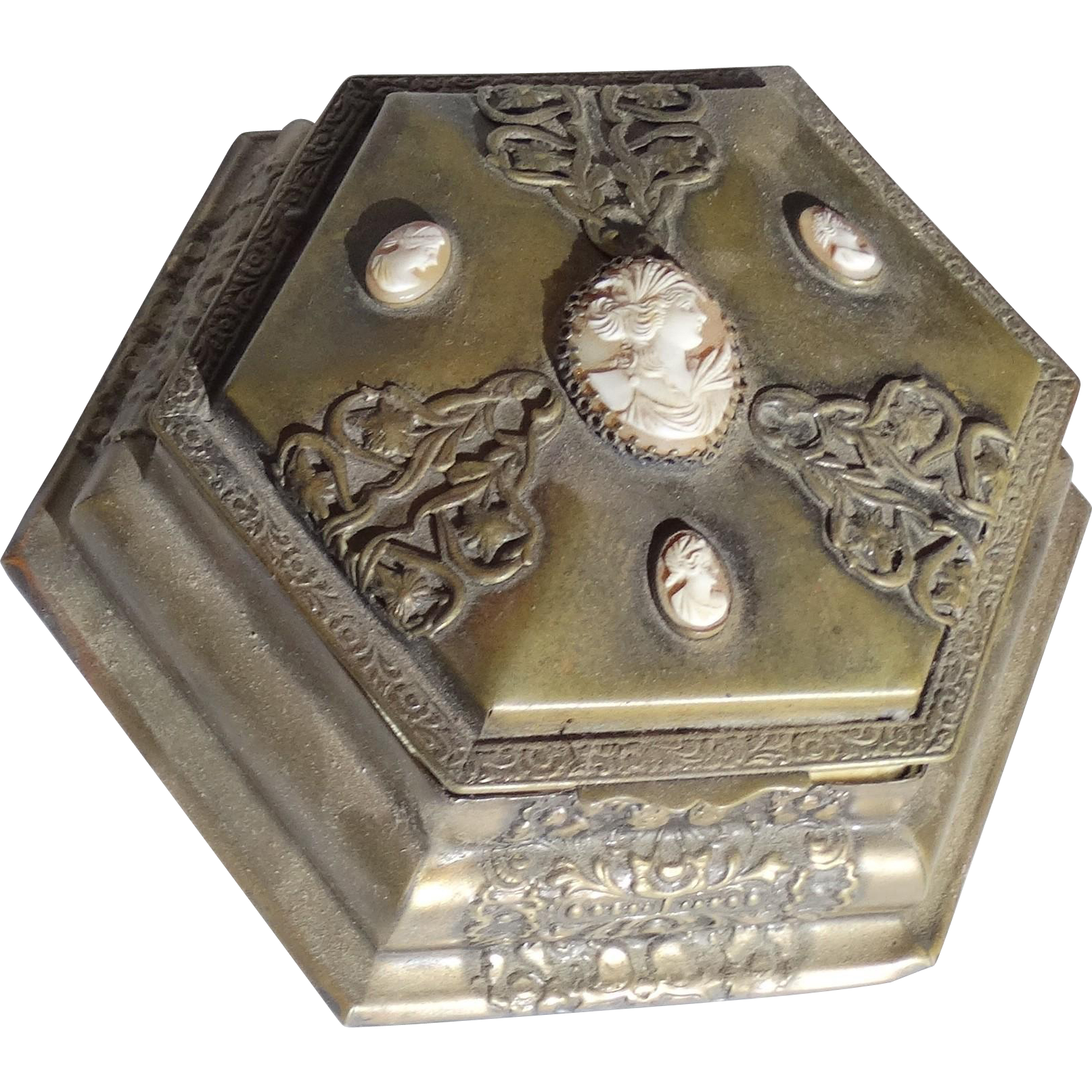 Art Deco Very Special La Tausca Double Level Presentation Box With Four Cameos