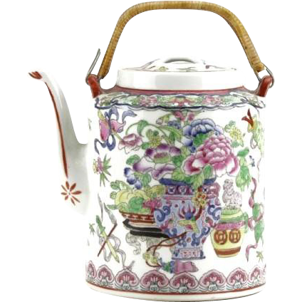 Exquisite Hand-Painted Chinese Porcelain Tea Pot