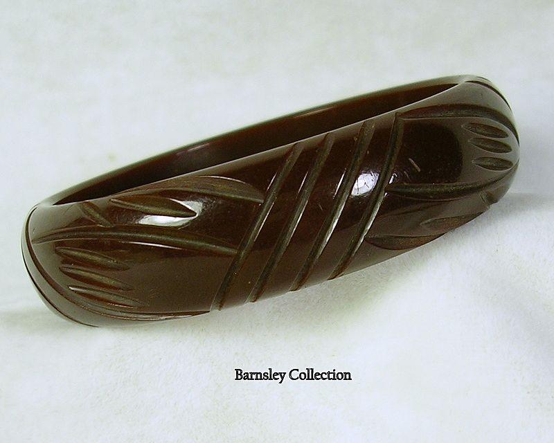 Vintage Chocolate Brown Carved BAKELITE Bangle Bracelet