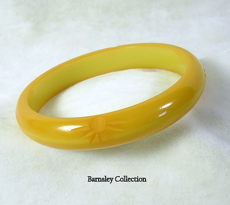 Vintage Butterscotch BAKELITE Carved Bangle Bracelet