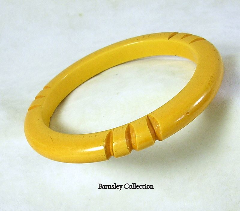 Vintage Butterscotch Carved Bakelite Bangle Bracelet