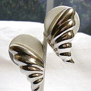 Signed Heche en Mexico Sterling Silver Leaf Earrings – c. 1960