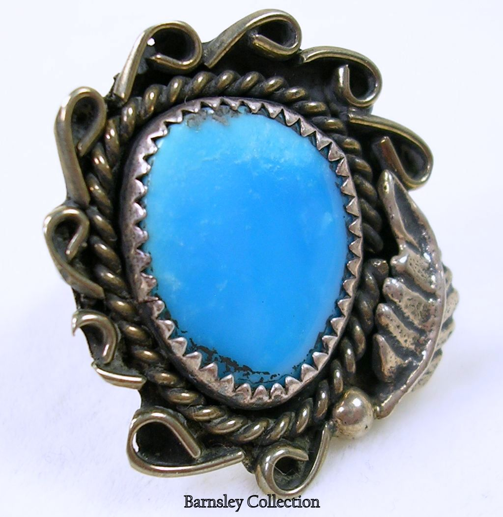 Vintage Artisan Crafted Sterling Silver and Turquoise Native American Ring