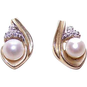 Vintage 10K Gold, Cultured Pearl & Diamond Accent Earrings!