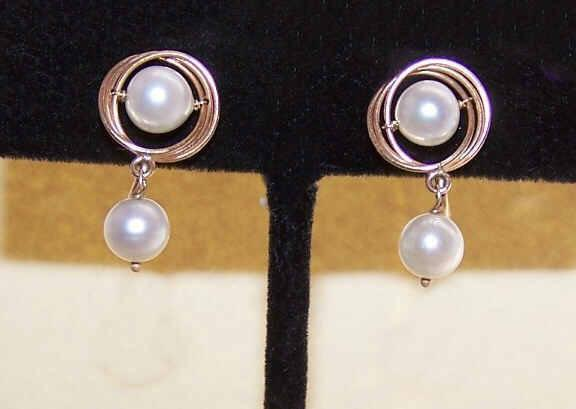 Vintage 14K Gold & 6.5mm Cultured Pearl Earrings!