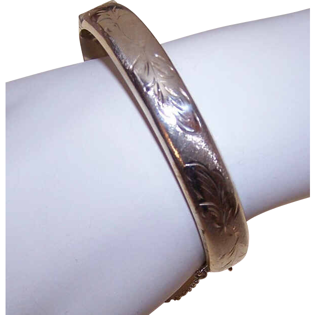 Dated 1972 BRITISH Sterling Silver Hinged Bangle Bracelet!