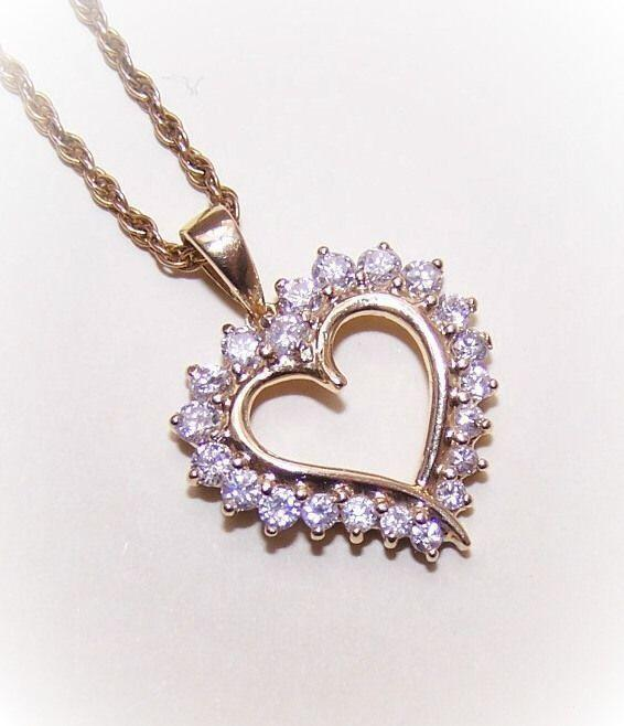Lovely 14K Gold & 1CT TW Diamond Heart Shaped Pendant!