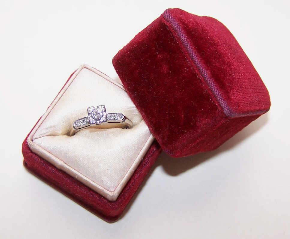 1950s 14K Gold & .15CT Diamond Engagement Ring w/ .04CT TW Shoulder Stones!