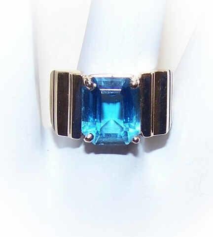 Stunning RETRO MODERN 14K Gold & Blue Topaz Fashion Ring!