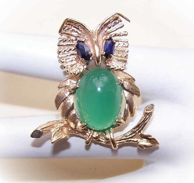 RETRO MODERN 14K Gold, Sapphire & Chalcedony Figural Pin/Brooch - Wise Old Owl!