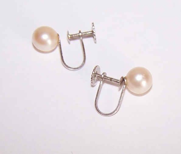 Vintage 14K Gold & 6.8mm Cultured Pearl Earrings!