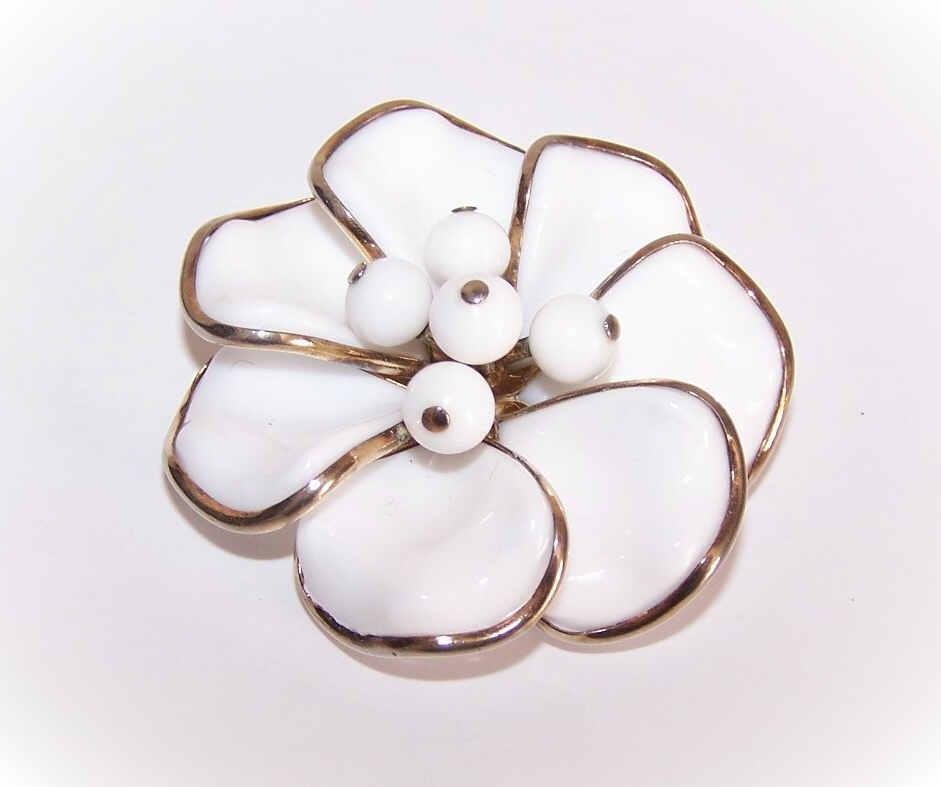C.1950 CROWN TRIFARI Gold Tone Metal & White Glass Pin/Brooch!