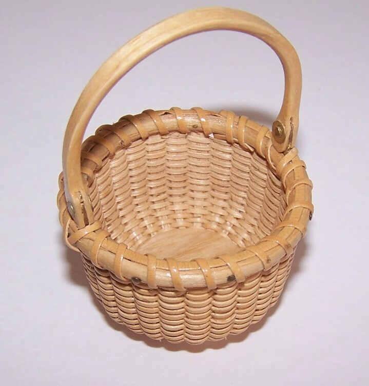 Vintage MINIATURE Nantucket Basket - Swing Handle!